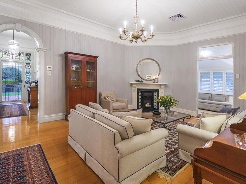 133 Bonney Avenue Clayfield lounge