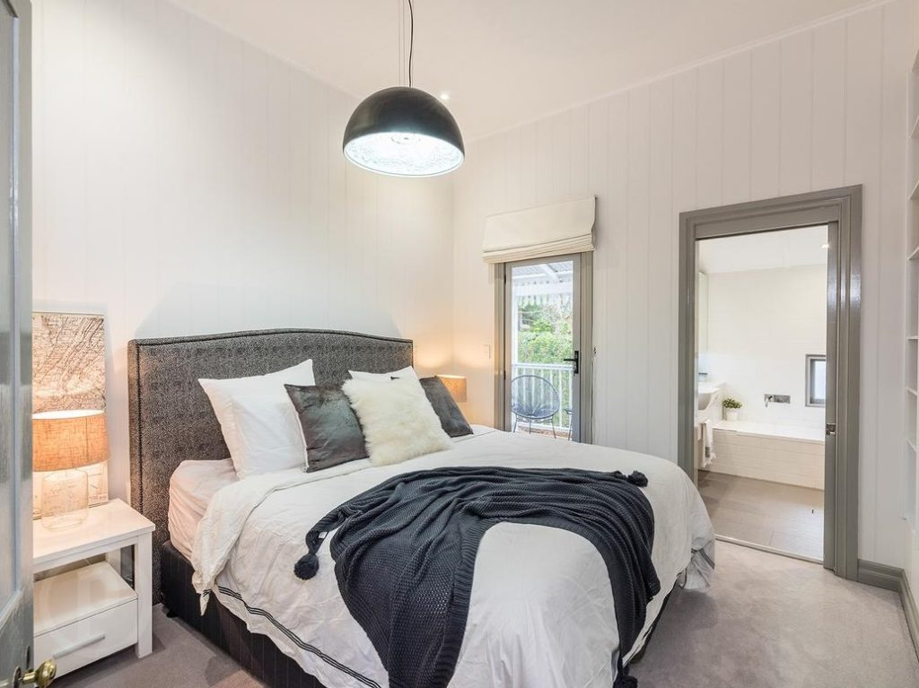 Norman Park Queenslander bedroom