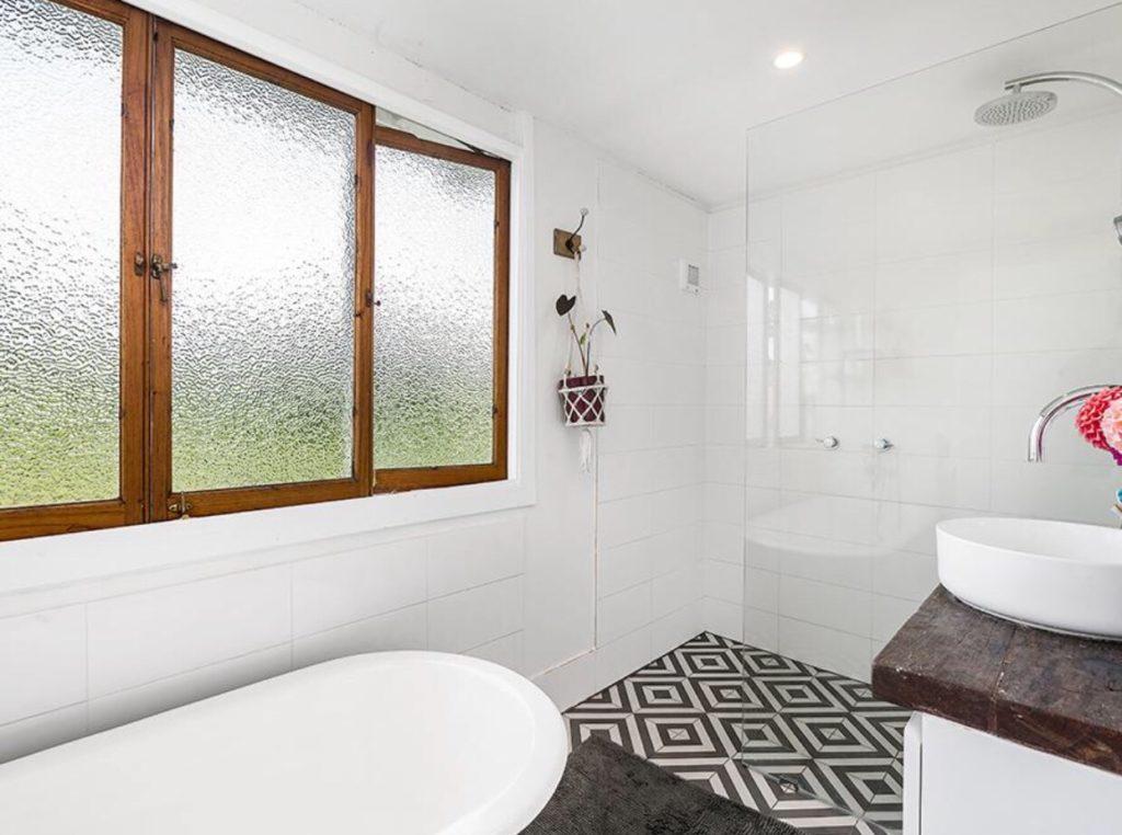 Bangalow Queenslander bathroom