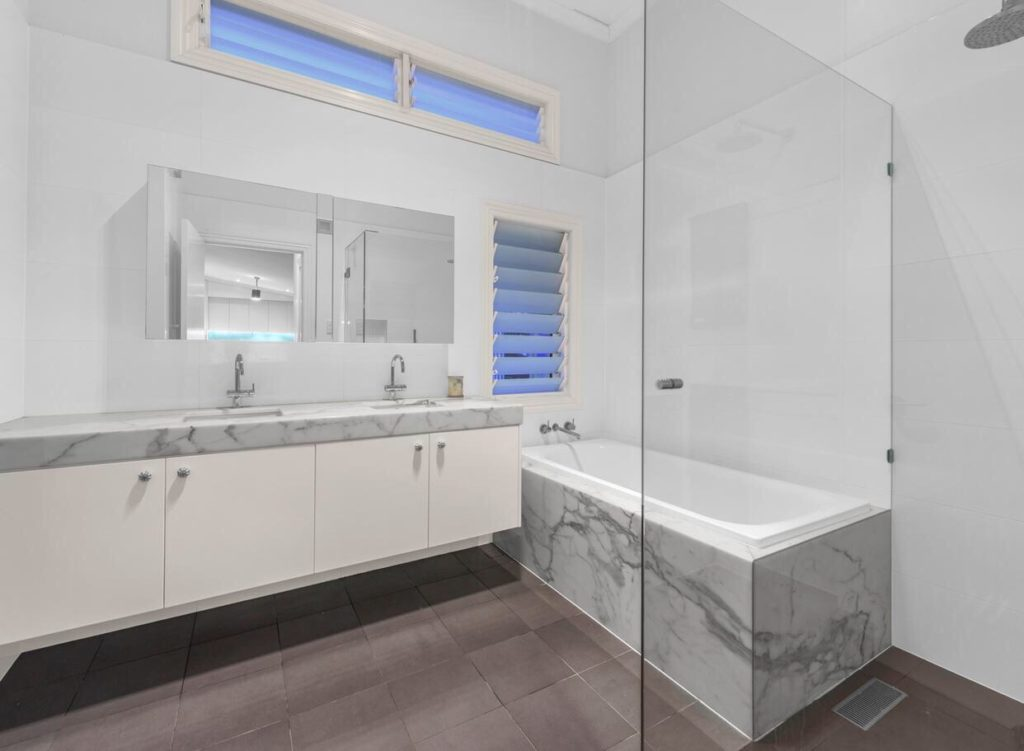 Queenslander Clayfield bathroom